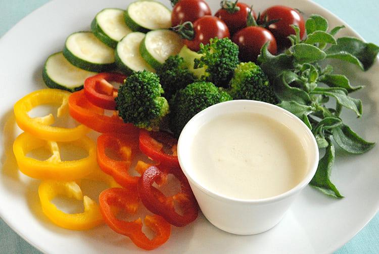 野菜が美味しいケフィアと味噌のディップ